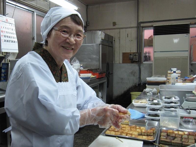 惣菜・仕出し専門店で手作りしている